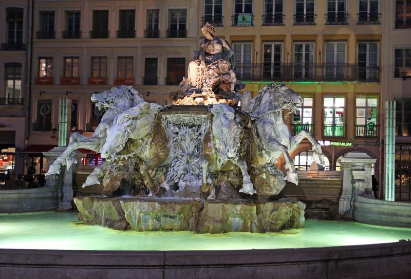 Bartholdi喷泉,利昂在夜之前 免版税库存图片