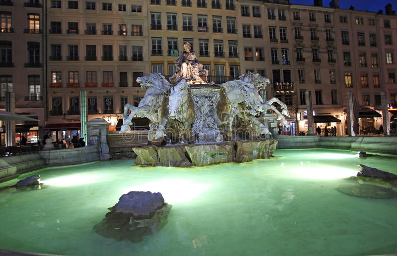 Bartholdi喷泉,利昂在夜之前 库存图片