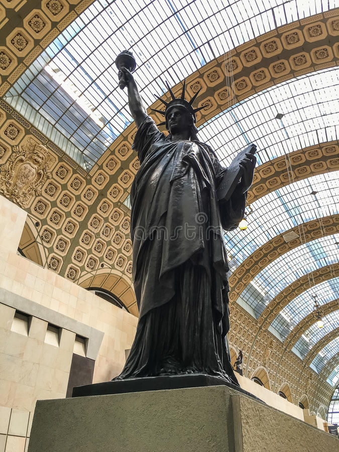 Bartholdi'的拷贝; 在Musee d'的s自由女神像; 奥赛,巴黎,法国 库存照片