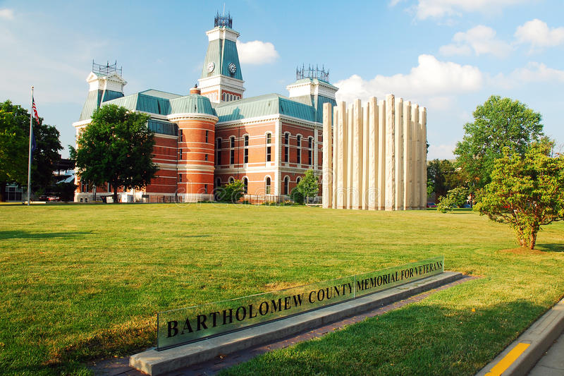 Bartholomew County Courthouse, Indiana. The Bartholomew County Courthouse and the Vietnam Veterans Memorial in Columbus Indiana stock photography