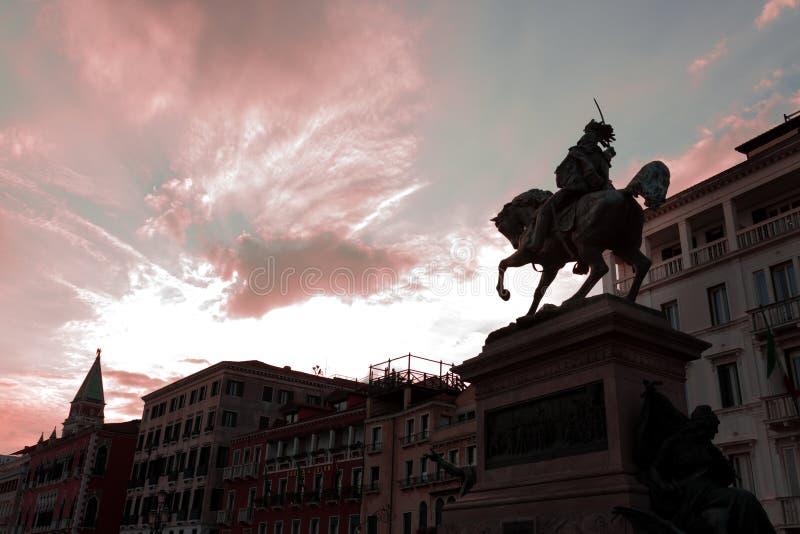 Bartolomeo Colleoni famoso - líder militar mercenario del condottiero italiano Estatua histórica del caballero en Venecia, Italia fotos de archivo libres de regalías