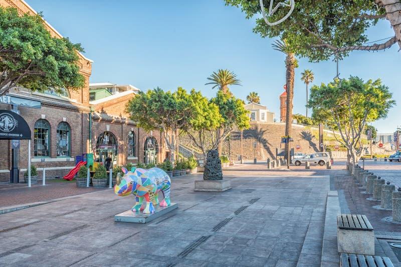 Barwiąca nosorożec statua przy Wiktoria Waterfron, Alfred i fotografia royalty free
