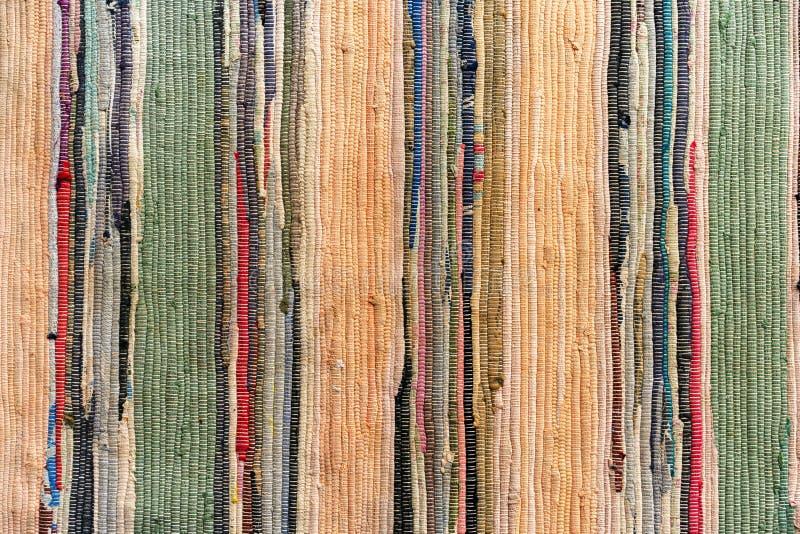 Barwiący ręcznie robiony dywan od tkaniny fotografia stock