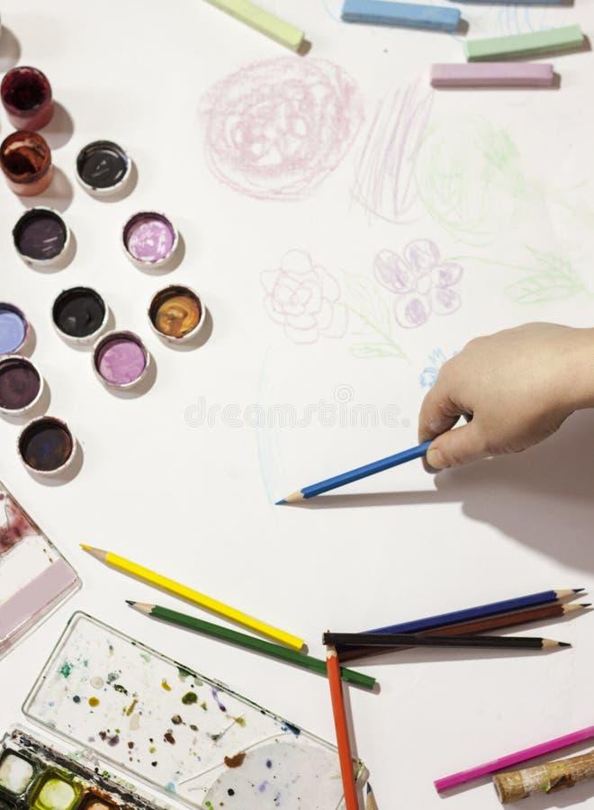 Barwi ołówek, farba, handmade przy pracą fotografia royalty free