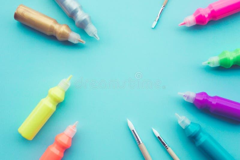 Barwi poj?cie pomys?y z setem akrylowy kolor na t?o przestrzeni zdjęcie stock