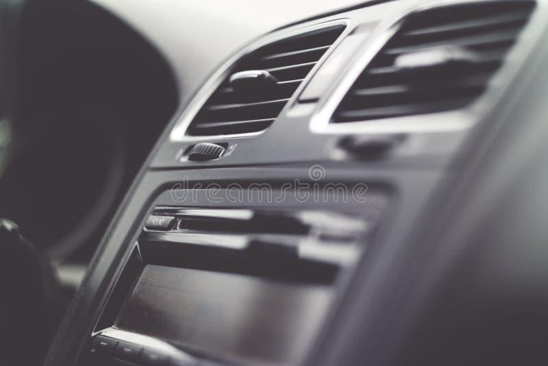 Barwi wizerunek kierownica wśrodku samochodu zdjęcie stock