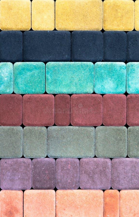 Barwiona brukowa cegiełka z piękną wysokiej jakości teksturą zamkniętą w górę fotografia royalty free