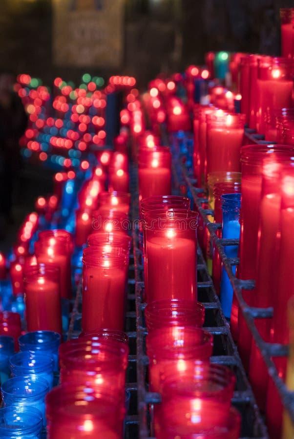 Barwione świeczki przy Montserrat monasterem blisko Barcelona w Hiszpania zdjęcie royalty free