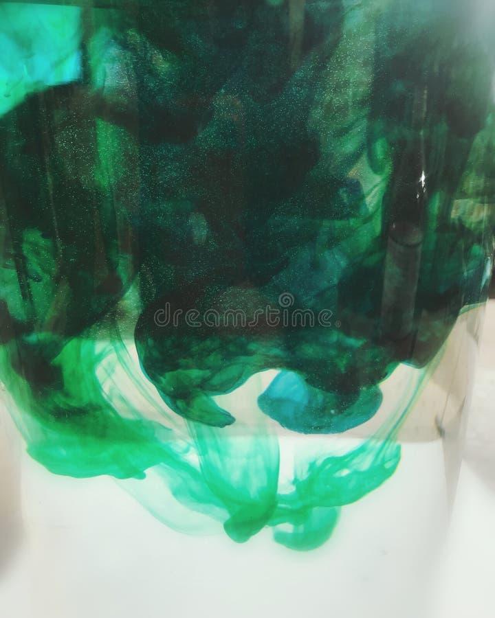 Barwione atrament krople w wodzie fotografia royalty free