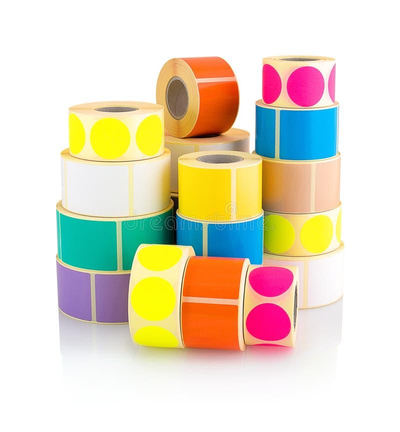Barwione etykietek rolki odizolowywać na białym tle z cienia odbiciem Kolor rolki etykietki dla drukarek obrazy stock