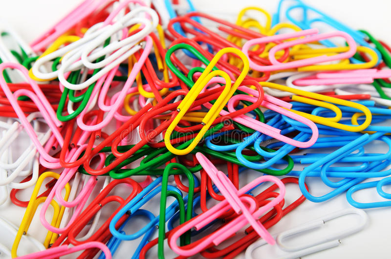 Barwione papierowe klamerki zdjęcie stock