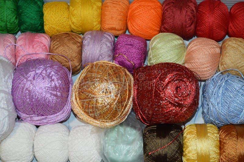 Barwione piłki nić zdjęcia royalty free