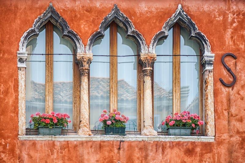 Barwioni domy Burano obrazy stock