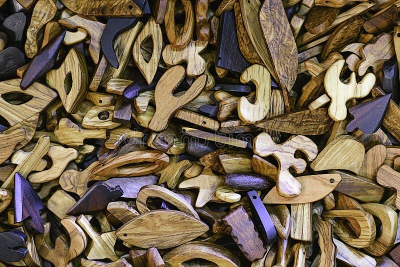 Barwioni drewniani breloczki z dziurami dla szyja sznurów obraz royalty free
