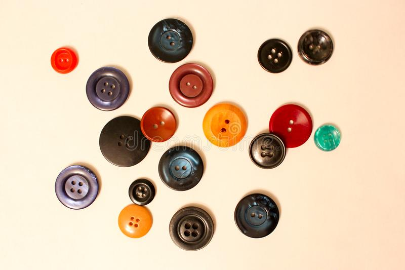 Barwioni guziki dla ubrań i ornamentów obraz royalty free