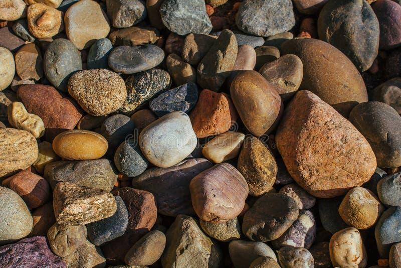 Barwioni kamienie średni rozmiar dla tła zdjęcia stock