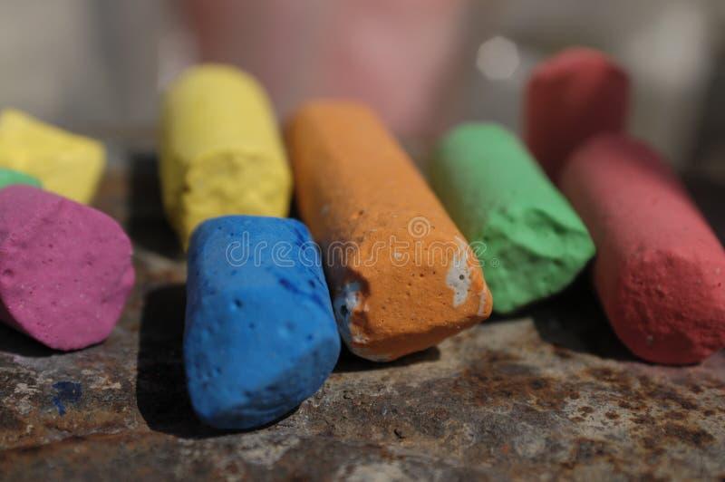 Barwioni ołówki z kredą obrazy royalty free