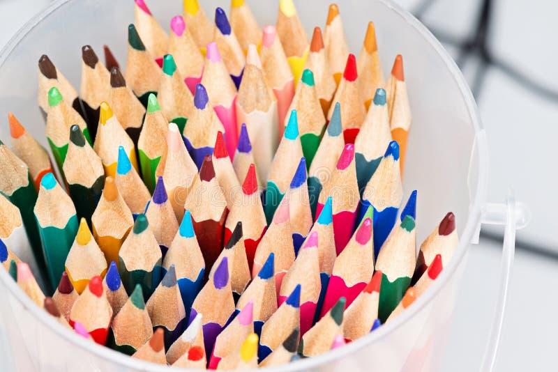 barwioni pudełko ołówki zdjęcia royalty free
