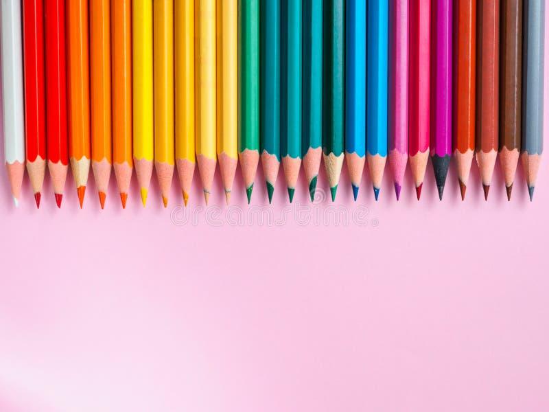 Barwiony ołówek na menchiach tapetuje tło dla rysunkowego koloru okręgu zdjęcia stock