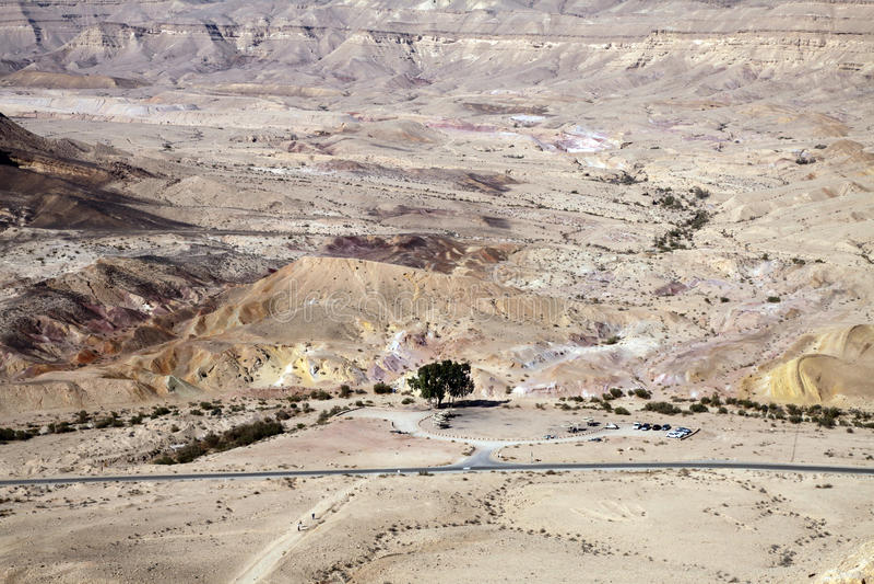 Barwiony piasek w Makhtesh Katana, Izrael obraz royalty free