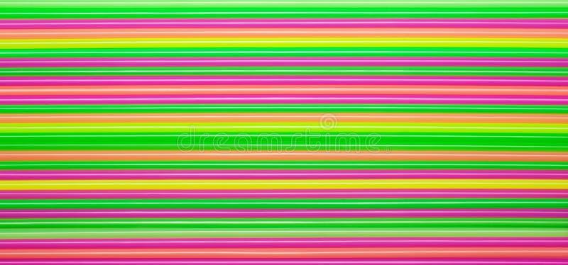 Barwiony plastikowy słomy tło obrazy royalty free