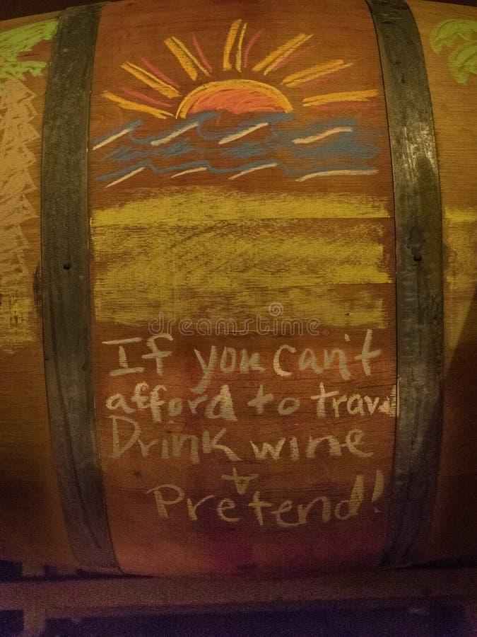 Baryłki wino w wytwórnia win lochu obraz royalty free