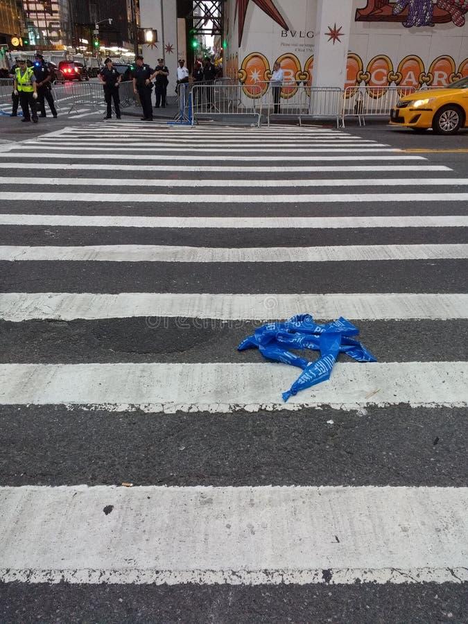 Barykady taśma w ulicie, Milicyjna taśma, egzekwowanie prawa taśma, NYC, NY, usa fotografia stock
