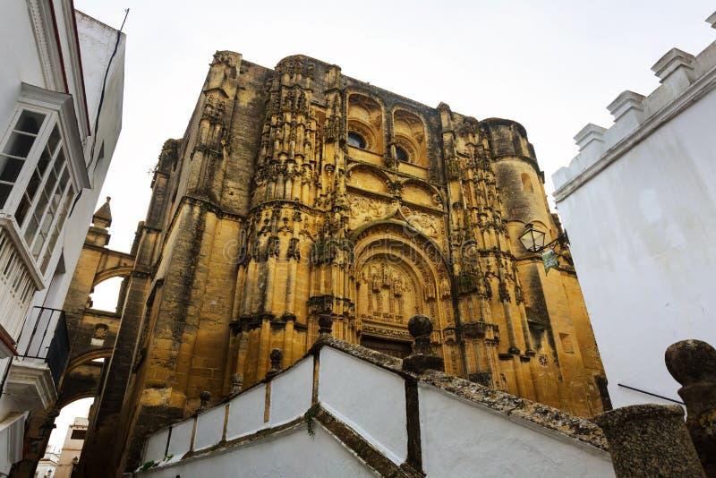 BasÃlica de Santa Maria de la Asuncion La Frontera de Arcos de imagen de archivo