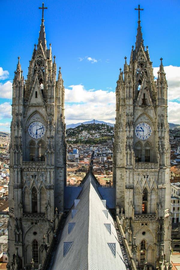 BasÃlica del Voto Nacional Basiliek van de Nationale Gelofte, Mening van belltowers, Quito, Ecuador royalty-vrije stock afbeeldingen