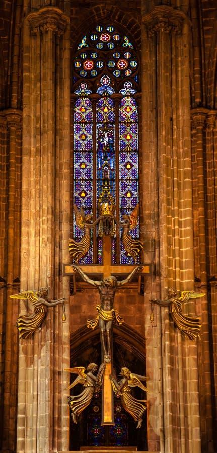 Altar transversal dourado Barcelona católica gótico Cathe do vitral fotografia de stock royalty free