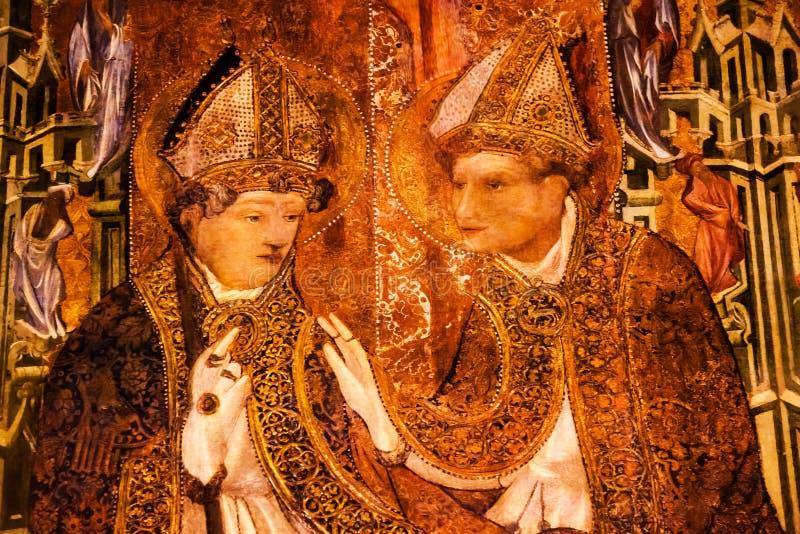 Catedral católica gótico pintada de Barcelona dos Bishops da tenda do coro fotos de stock