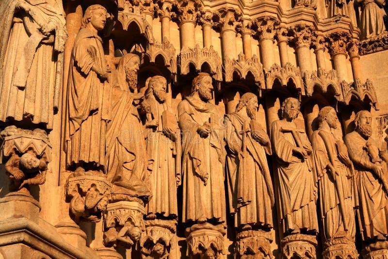 A basílica da catedral de nossa senhora de Amiens, França imagens de stock
