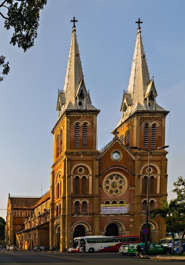Basílica da catedral de Notre-Dame de Saigon Vietname imagens de stock royalty free