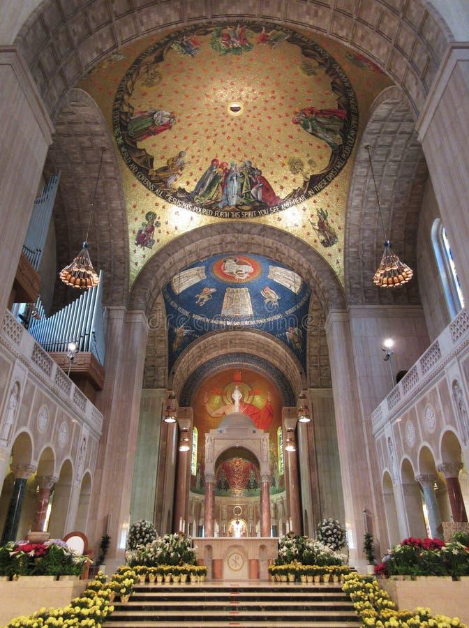 Basílica de la capilla nacional del interior de la Inmaculada Concepción foto de archivo libre de regalías