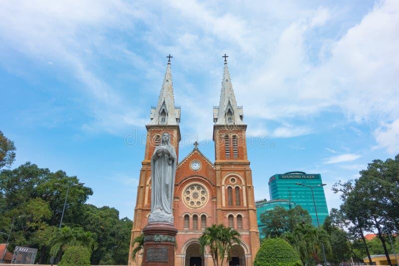 Basílica de la catedral de Notre-Dame de Ho Chi Minh City - septiembre de 2017, Ho Chi Minh City, Vietnam fotografía de archivo