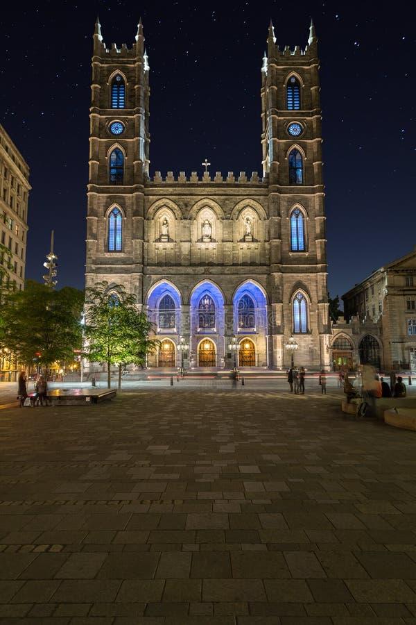Basílica de Notre-Dame en Montreal en la noche fotografía de archivo libre de regalías