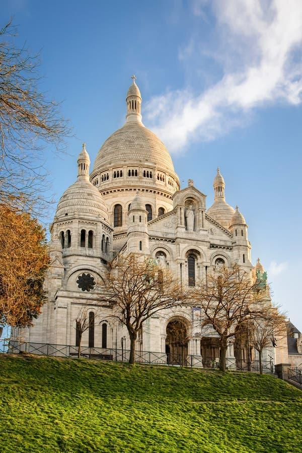 Basílica de Sacre-Coeur en Montmartre, París en la salida del sol imagen de archivo libre de regalías