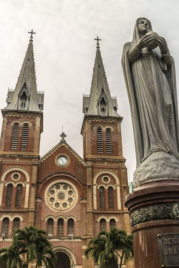 Basílica de Saigon Notre-Dame foto de archivo