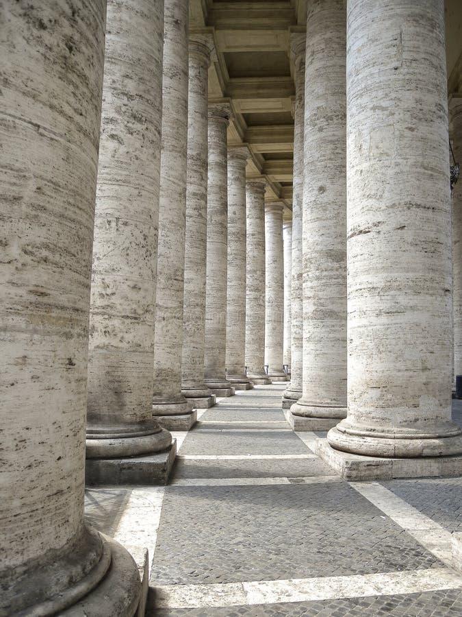 Basílica de San Pedro, columnata de Bernini fotos de archivo libres de regalías