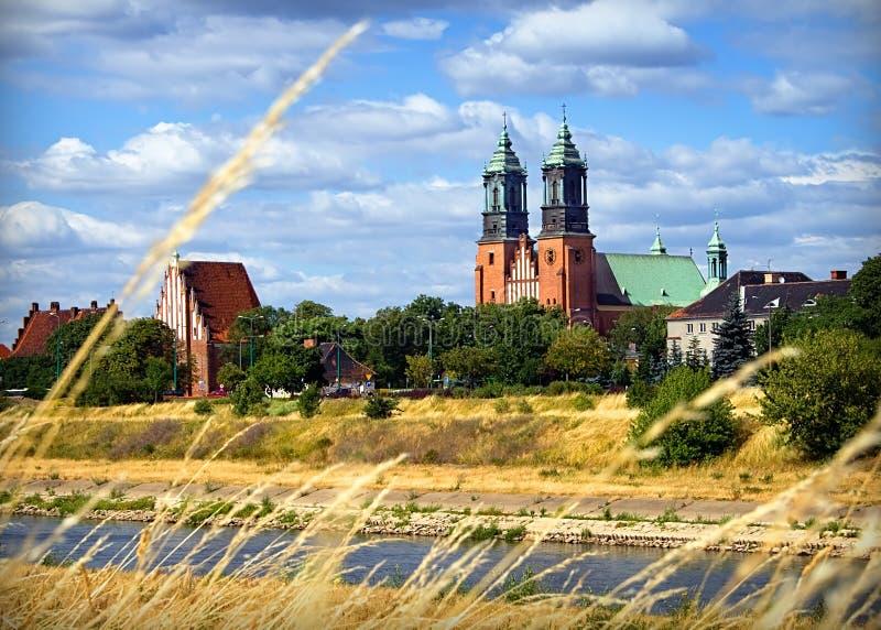Basílica de San Pedro y de San Pablo en Poznán imagenes de archivo