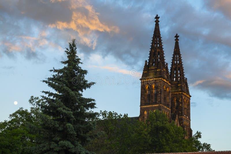 Basílica de San Pedro y de San Pablo en la fortaleza de Vysehrad, Praga, República Checa fotografía de archivo libre de regalías