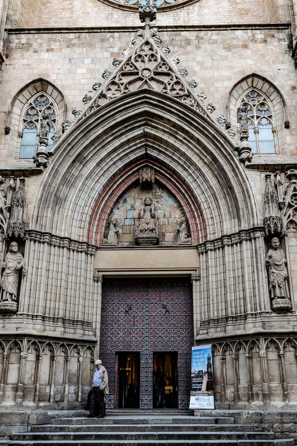 A basílica de Santa Maria del Mar The Cathedral do mar/catedral do La Ribera em Barcelona, Espanha imagens de stock royalty free