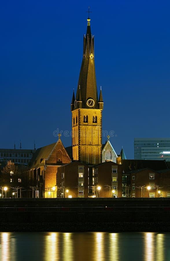 Basílica de St. Lamberto en Düsseldorf, Alemania fotos de archivo libres de regalías