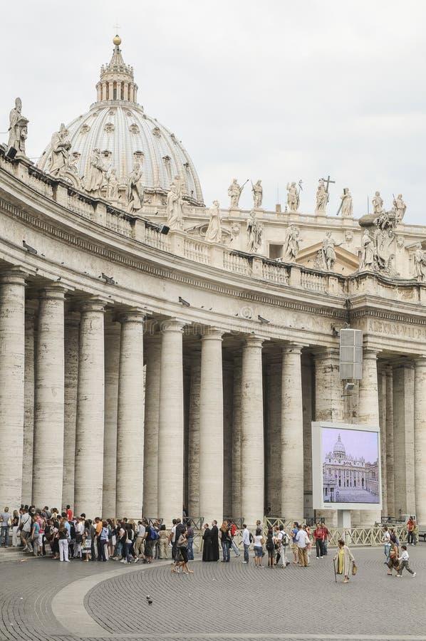 Basílica de St Peter, colunata de Bernini imagens de stock royalty free