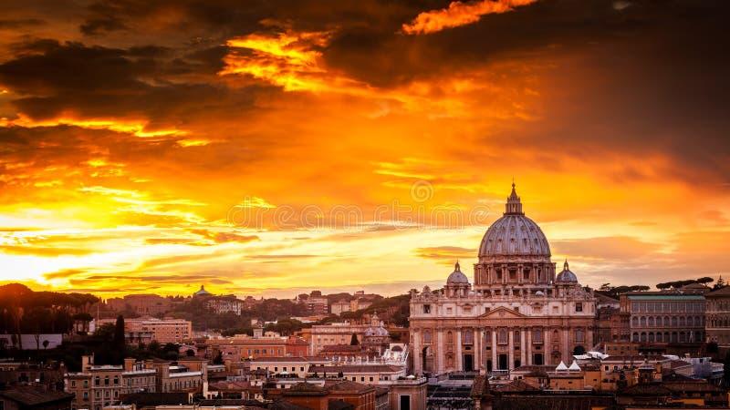 Basílica de St Peter no Vaticano imagens de stock