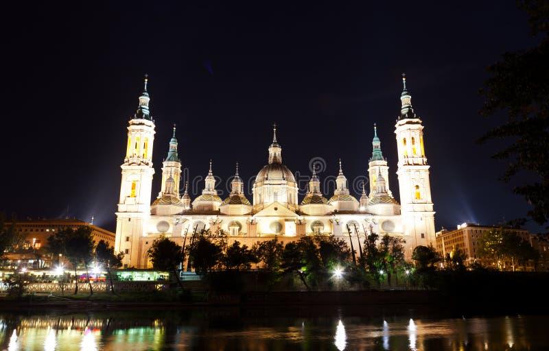 Basílica Del Pilar en Zaragoza en noche imagen de archivo libre de regalías