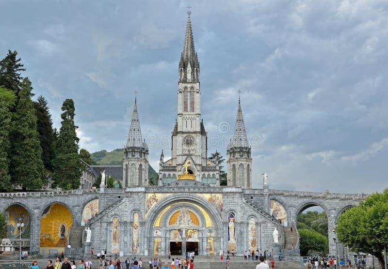Basílica del rosario en Lourdes imagen de archivo libre de regalías