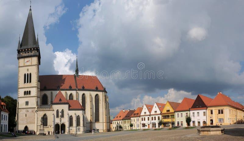 Basílica do stEgidius e da câmara municipal, Bardejov, Eslováquia foto de stock royalty free