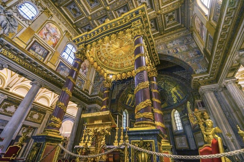 Basílica dourada Santa Maria Maggiore Rome Italy do altar alto imagens de stock
