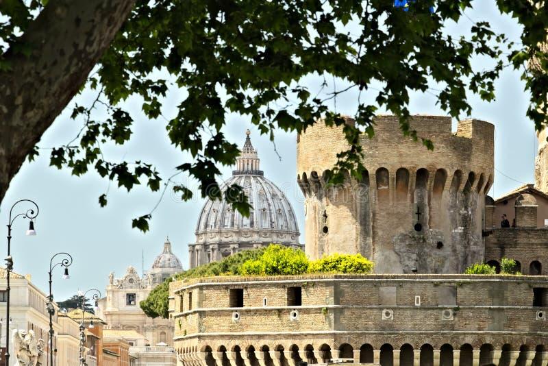 Basílica e abóbada de St Peter fotografia de stock